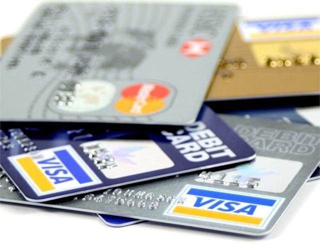 Bạn có thể tra cứu số dư trên thẻ Debit tại cây ATM