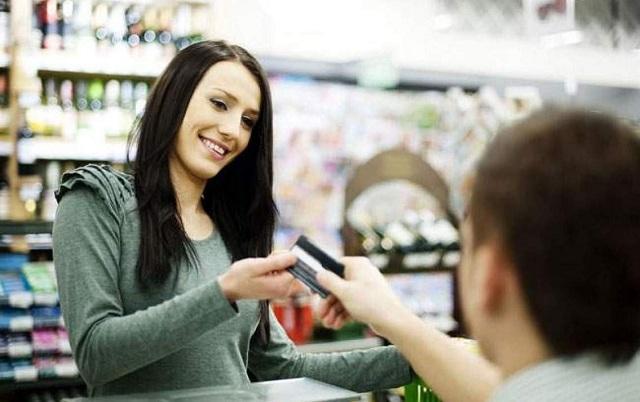 Khi mở thẻ Debit nội địa tại TPBank, bạn được miễn phí rút tiền và chuyển tiền tại ATM