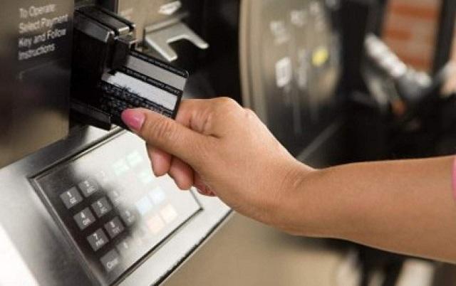 Quá trình sử dụng thẻ Debit có thể xảy ra rủi ro lộ mã Pin, mất tiền trong thẻ