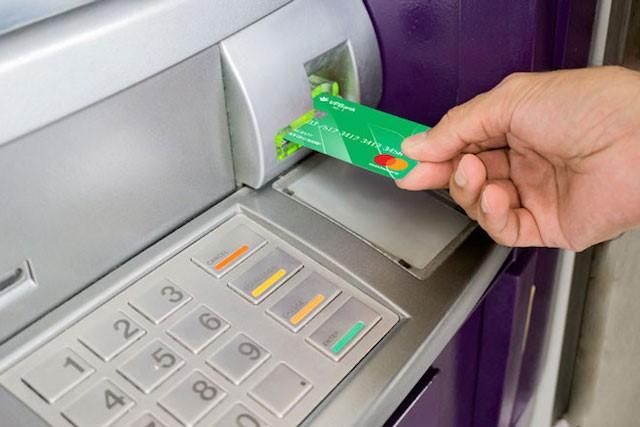 Thẻ tín dụng còn thực hiện chức năng rút tiền như những chiếc thẻ ATM thông thường