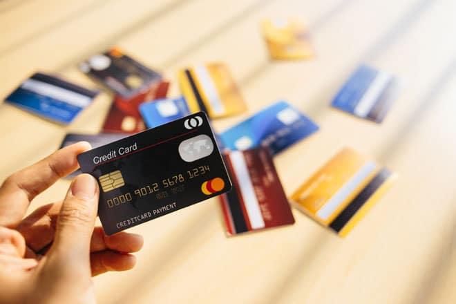 Có thể mở thẻ tín dụng theo 2 cách truyền thống và trực tuyến