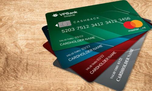 Phí thường niên khi sử dụng thẻ tín dụng là gì?
