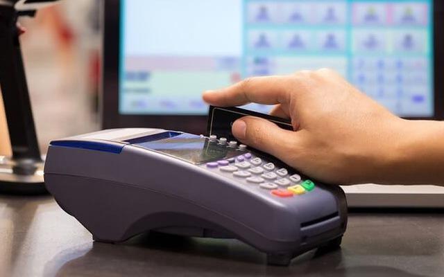 Rút tiền mặt thẻ tín dụng