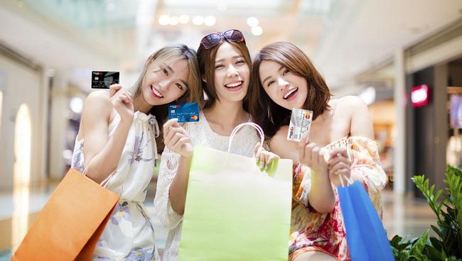 Thanh toán thuận lợi khi mua sắm bằng thẻ ghi nợ