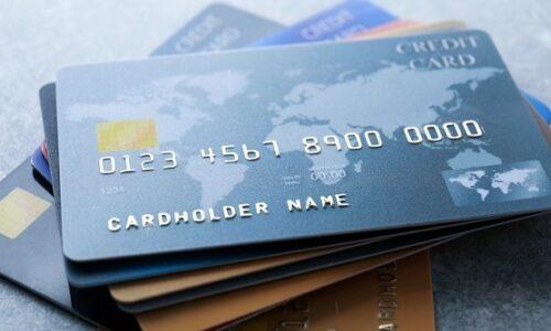 Thẻ tín dụng và thẻ ghi nợ có gì khác nhau