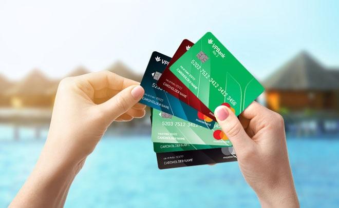 Thẻ tín dụng ngày càng trở nên phổ biến hơn
