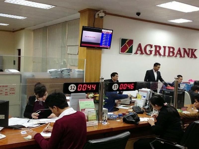 Đến văn phòng giao dịch hoặc chi nhánh Agribank để đăng ký mở thẻ visa