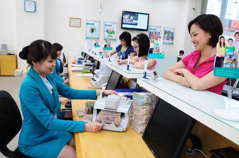 Giao dịch viên thực hiện các giao dịch trong phạm vi công việc