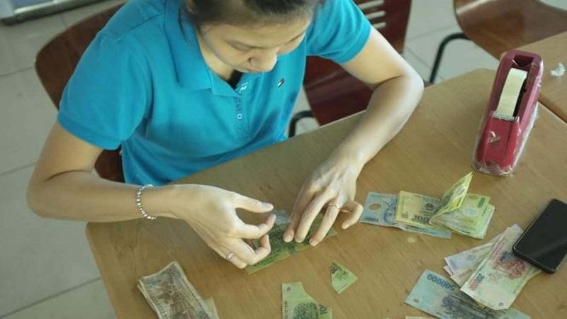 Người dân được sử dụng dịch vụ đổi tiền rách miễn phí