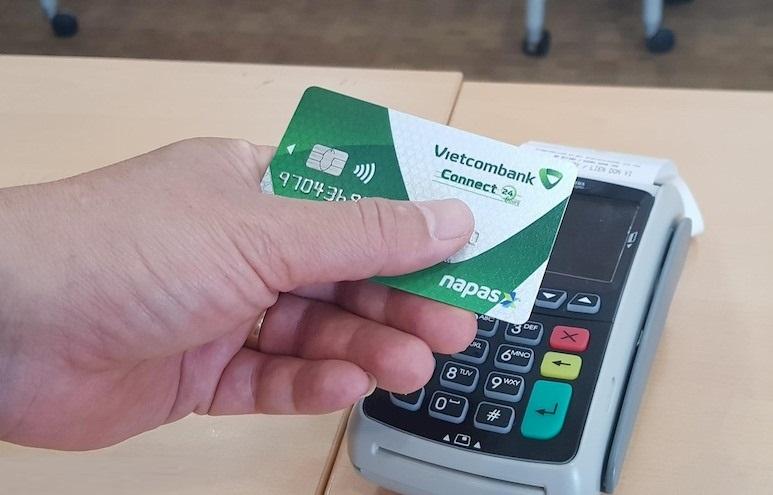 Sử dụng thẻ ATM hạn chế rủi ro về tiền mặt