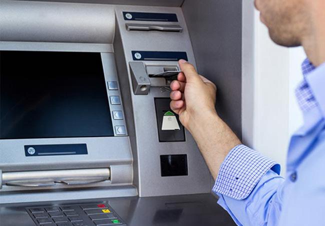 Kiểm tra số dư tài khoản qua cây ATM