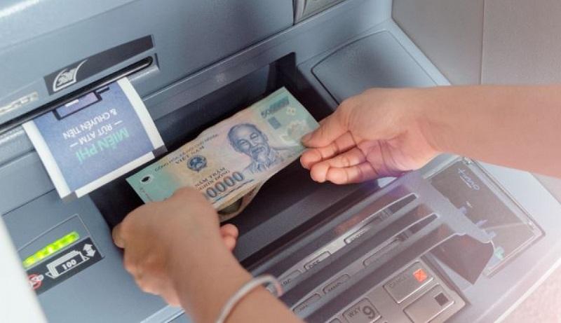 Máy CDM giúp gửi tiền nhanh chóng