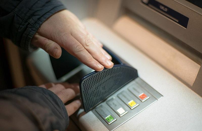 Nạp tiền điện thoại qua máy ATM