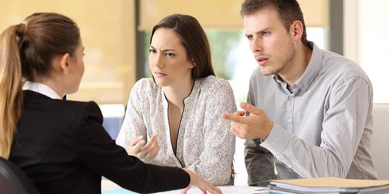 Nhân viên tín dụng chịu nhiều sự phàn nàn từ khách hàng
