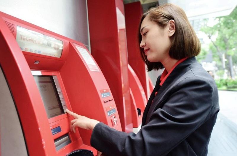 Rút tiền dễ dàng tại máy ATM
