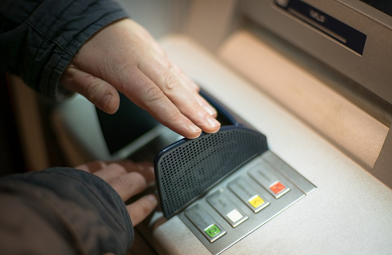 Sử dụng máy ATM như thế nào?
