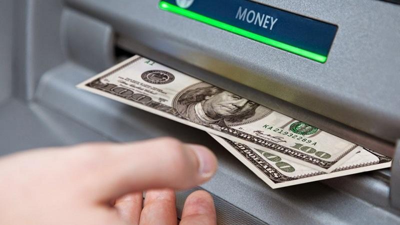 Cần tính toán kĩ trước khi rút tiền mặt bằng thẻ tín dụng