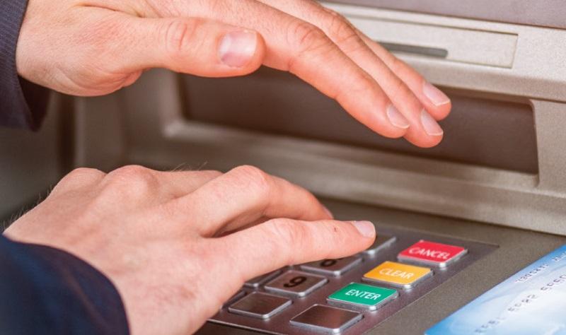 Lưu ý an toàn khi thực hiện giao dịch tại ATM
